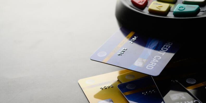 Hvis du har flere kredittkort er mye å spare på å samle kredittkortene på ett sted.