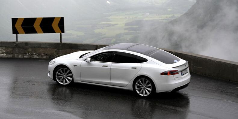 Slik får du den billigste bilforsikringen til Tesla Model S/X
